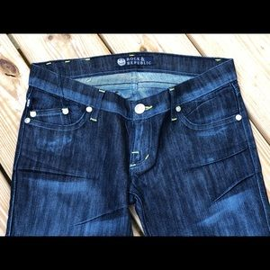 🎉JUST IN🎉 Rock & Republic Jeans Size 27
